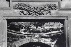 Akt auf dem Friedhof VII