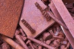 Rostige Nägel und Platten